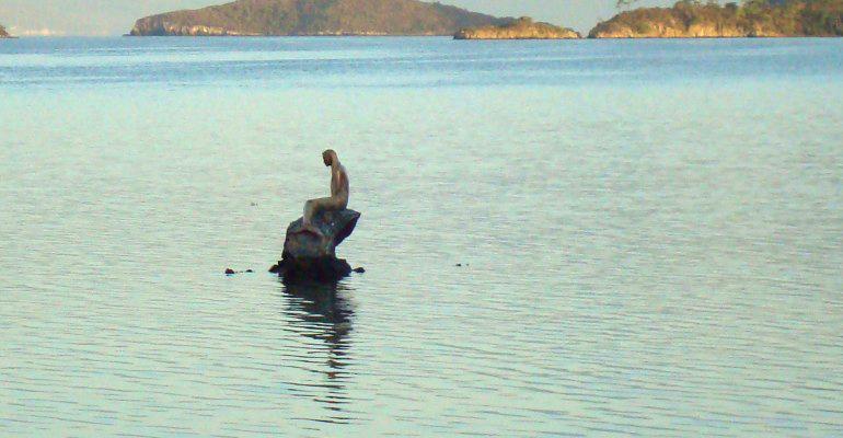 Statue dans l'eau
